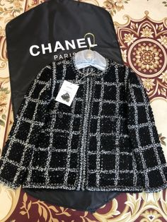 Korean Fashion Work, Chanel Paris, Signet Ring, Luxury Life, Aesthetic Clothes, Business Casual, Concert, Top, Stuff To Buy
