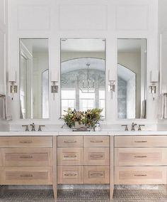 Top 10 Doppel-Badezimmer Vanity Design-Ideen im Jahr 2019 Double Bathroom Vanity Designs Ideas – Brown as well as White Double Vanity. A raised double vanity, like this one in a bathroom by Abbott Moon via DecorPad, opens the flooring room to a gorgeous d Bathroom Vanity Designs, Modern Bathroom Design, Bathroom Interior, Bathroom Ideas, Bathroom Organization, Bathroom Mirrors, Minimal Bathroom, Master Bathrooms, Bath Ideas