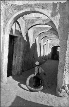 by Marc Riboud Algeria, El Oued, 1962 Marc Riboud, Henri Cartier Bresson, Magnum Photos, Street Photography, Art Photography, Social Photography, Landscape Photography, Travel Photography, Fashion Photography