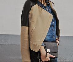 Bolso de piel en negro con broche dorado