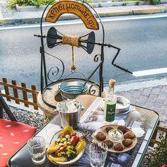 Λαχταριστά μεζεδάκια  για μεσημεριανό αλλά και  για οποιαδήποτε ώρα της ημέρας. Ελα στο Χρησιμοπωλειον και απόλαυσε μοναδικές γεύσεις μονο με 11€ Δες το μενου μας στο www.xrisimopolion.gr Paella, Table Settings, Ethnic Recipes, Food, Essen, Place Settings, Meals, Yemek, Eten