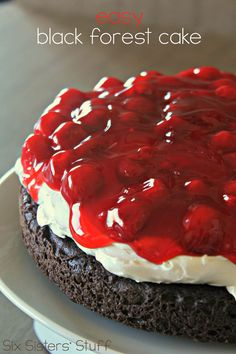 Black Forest Cake Easy Black Forest Cake on - this is so simple and delicious!Easy Black Forest Cake on - this is so simple and delicious! Köstliche Desserts, Delicious Desserts, Yummy Food, Cherry Desserts, Frosting Recipes, Cake Recipes, Dessert Recipes, Cakes To Make, Cupcake Cakes