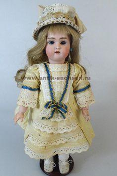 Редкая немецкая антикварная кукла, выпущена на фабрике Guido Knauth в 1900-1905 годы. Размер куклы 32 см. На голове маркировка «501 1 1/2 Knauth 2/0». #dolls #dollcollection #антикварнаякукла #poupee #oldtoys #фарфороваякукла #кукла