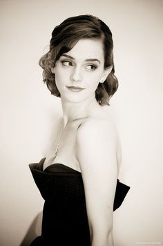 New hair short emma watson role models 67 ideas Formal Hairstyles For Short Hair, Trendy Hairstyles, Short Hair Styles, Emma Watson Beautiful, Emma Watson Sexiest, Harry Potter Film, Night Looks, Beautiful Celebrities, Beautiful Actresses