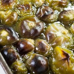 Oven Roasted Tomatillos - How to Cook Tomatillos Recipe Roasted Tomatillo Salsa, Tomatillo Sauce, Tomatillo Recipes, Mexican Food Recipes, Dinner Recipes, Fruits And Veggies, Vegetables, Oven Roast