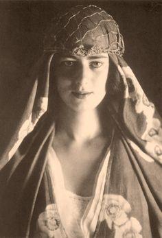 Princess Ileana of Romania Gallery / Principesa Ileana a României Reproduction Postcard Vintage Photographs, Vintage Photos, Romanian Royal Family, Romanian Girls, Art Noir, Divas, Black And White People, Cultura General, Little Paris