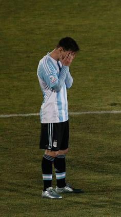 Argentina's Lionel Messi gestures in a penalty kick shoot-out with Chile during the Copa America final soccer match at the National Stadium in Santiago, Chile, Saturday, July 4, 2015. Photo: Silvia Izquierdo, AP / AP