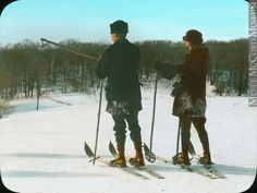 Skieurs sur le mont Royal, Montréal, QC, anonyme, vers 1930, 20e siècle // Skiers on Mount Royal, Montreal, QC, anonymous, about 1930, 20th century Far Away, Montreal, Photos, History, Nature, Sports, Outdoor, Skiers, Anonymous