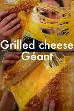 Le grilled cheese, c'est la vie. Alors le grilled cheese géant, c'est la meilleure idée de l'année. Et ça donne très faim.