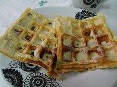 Fase Ataque Waffles sem tolerados 1 ovo 1 Colher (es) de sopa de farelo de aveia 1 Colher (es) de sopa de de leite em pó desnatado 1 Colher (es) de café de fermento em pó Essência de baunilha a gosto Canela em pó a gosto Bate bem o ovo no garfo mesmo e depois acrescente os outros ingredientes deixando por último o fermento, misturando bem. Leve para máquina de waffle.