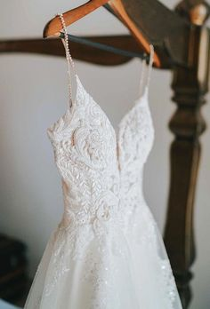 Photographer must to capture your gorgeous bridal gown.There are plenty of wedding dress detail shots, check out hanging wedding dress photos! Vintage Wedding Photos, Wedding Dresses Photos, Wedding Poses, Wedding Photoshoot, Wedding Bride, Wedding Shot, Vintage Weddings, Lace Weddings, Hanging Wedding Dress