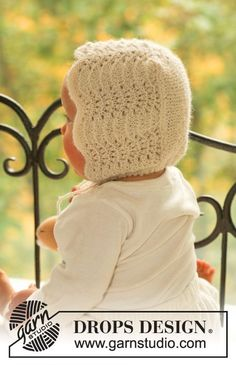 "Poppy's Bonnet - DROPS bonnet in ""Alpaca"" in wavy pattern. - Free pattern by DROPS Design Knitted Hats Kids, Knitted Baby Clothes, Knitting For Kids, Free Knitting, Baby Knitting Patterns, Baby Patterns, Drops Design, Drops Alpaca, Drops Baby"