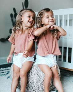 Twin Outfits, Family Outfits, Toddler Girl Outfits, Cute Outfits, Fashion Kids, Little Girl Fashion, Twin Baby Girls, Cute Baby Girl, Cute Little Girls