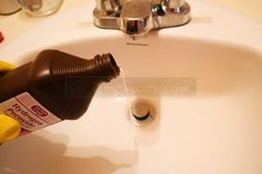 18 Smart Ways To Use Hydrogen Peroxide – Springtime Cottage - Natural Home Cleaning Deep Cleaning Tips, Household Cleaning Tips, House Cleaning Tips, Diy Cleaning Products, Cleaning Solutions, Cleaning Wipes, Cleaning Schedules, Cleaning Checklist, Cleaning Supplies