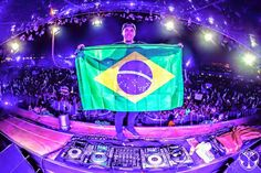 Hardwell por primera vez en brasil. #TomorrowlandBrasil2015 http://zanganotech.blogspot.com/