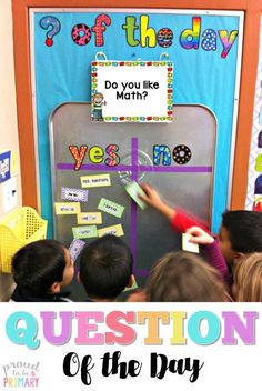 Need a fun classroom management activity to get kids focused and ready for the day? Teachers can set-up a DIY Question of the Day board with a drip pan and a few simple materials. Kids will love reading the different questions posted each school day! Classroom Organisation, Preschool Classroom Management, Classroom Displays Ks1, First Grade Organization, Diy Classroom Decorations, Future Classroom, Pre School Classroom Ideas, Bulletin Board Ideas For Teachers, Year 4 Classroom