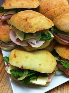 Roasted Turkey Sandwiches with Red Pepper Pesto Savoury Recipes, Appetizer Recipes, Appetizers, Good Food, Yummy Food, Turkey Sandwiches, Hand Pies, Roasted Turkey, Taste Buds