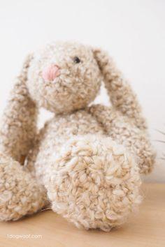 Using Homespun yarn to make a soft and squishy bunny rabbit