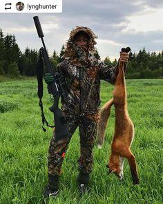 Bilde tatt av @lynghunter ・・・ Today's fox hunt �� Called him in with  a flute ✌�� • • • Husk #jegeravisen på dine bilder! • • •  #fox #foxhunting #jentersomjakter #jaktjenter #jaktdamer #foxcalling #girlswhohunt #thebush #thegreatoutdoors #rev #revejakt #revjakt #rødrev #camo #huntress #hunter #hunting #hunt #jagt #jakt #chasseur #sauer #swarovski #härkila #predator #predatorhunting #predatorcontrol #jegeravisen http://misstagram.com/ipost/1568756763954581119/?code=BXFV_cWgQ5_