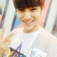 #mingyu   [150703] Kiss The Radio Instagram Update     더 잘생겨질 예정이 아니라원래부터 잘생긴 민규!