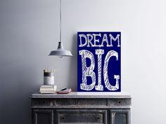"""Placa decorativa """"Dream Big""""  Temos quadros com moldura e vidro protetor e placas decorativas em MDF.  Visite nossa loja e conheça nossos diversos modelos.  Loja virtual: www.arteemposter.com.br  Facebook: fb.com/arteemposter  Instagram: instagram.com/rogergon1975  #placa #adesivo #poster #quadro #vidro #parede #moldura"""
