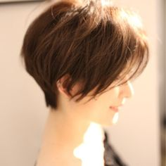 【HAIR】安永 唯さんのヘアスタイルスナップ(ID:385711)。HAIR(ヘアー)では、スタイリスト・モデルが発信する20万枚以上のヘアスナップから、髪型・ヘアスタイル・ヘアアレンジをチェックできます。 Layered Bobs, Layered Hair, Long Pixie, Pixie Cut, Short Hair Cuts, Short Hair Styles, Hair Affair, Just Girl Things, Bob Hairstyles