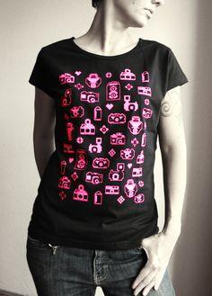 FOŤÁČKY+-+pink+Design:+by+TELONA+Popis:+Dámské+černé+tričko+Adler+Pure,+150g+s+výstřihem+do+U,+neonově+růžový+potisk.+Dostupné+ve+velikostech+S,L+a+dalších+barevných+variantách+viz+kategorie+dámská+trička.+Důležité:+Do+objednávky+nezapomeňte+prosím+napsat+velikost.+Velikosti:+š=šířka+přes+prsa,+d=délka+trička+S:+š-42cm,+d-+61cm+L:+š-+50cm,+d-+65cm+Údržba:... T Shirts For Women, Tank Tops, Design, Fashion, Moda, Halter Tops, Fashion Styles, Fasion, Crop Tank