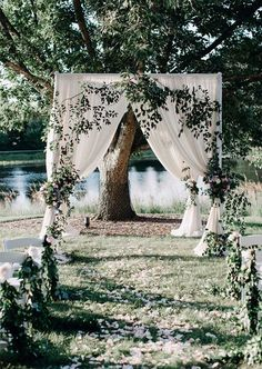 Insanely romantic outdoor ceremony idea! || Photography: Photography ...