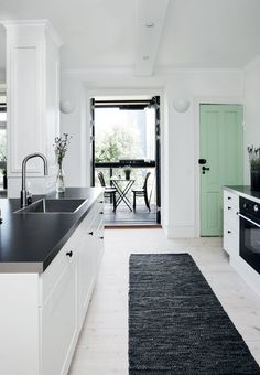 A painted door in a nice color can give a lot of life in a home with a simple, stylish interior. By: Nina Klinker Stephensen, photo: Frederikke Heiberg, residence: Emil Spork # kitchen # kitchen interior Kitchen Decor, Kitchen Dining, Kitchen Style, Kitchen Colors, Kitchen Interior, Home Kitchens, Kitchen Dining Room, Mint Kitchen, Home Decor