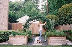 Arch Trellis, Gardening Courses, Vegetable Garden Design, Vege Garden Ideas, Garden Cottage, Garden Bar, Raised Garden Beds, Raised Beds, Edible Garden