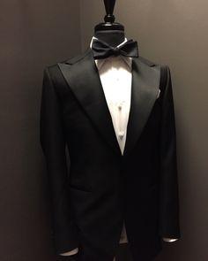 MTM tuxedo by Beckett & Robb Black Tie Tuxedo, Black Tie Affair, Tuxedo For Men, Blue Suit Men, Navy Suits, Blue Suit Wedding, Mens Trends, Gentleman Style, True Gentleman