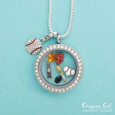 """{SAN FRANCISCO GIANTS} O2 has partnered with MLB so you can """"sport"""" your favorite team in your locket!"""
