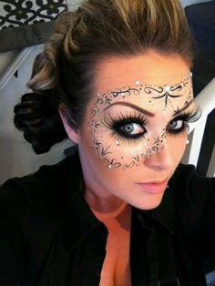 Face paint mask carnaval / mooi schmimk masker gepind door www.hierishetfeest.com