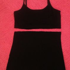 DIY Maternity Cami: Cut off the bottom of a cami about 1 inch below the built-in bra for cleavage coverage without adding another layer! This is great for those of us who live in hot places! Bonus: Bottom could be used as belly band during early pregnancy