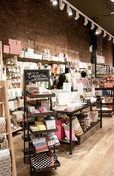 Paper source - new york uloola nel 2019 gift shop displays, stationary shop e cos