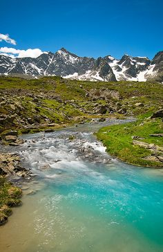 turquoise blue water from melting ice in the Alpes Places To Travel, Places To See, Travel Destinations, Parc National, National Parks, French Alps, France, Rios, Nature Scenes