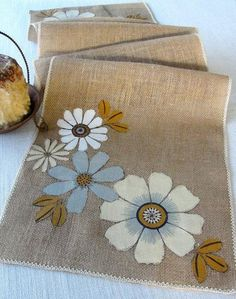 table runners and napkins with jute