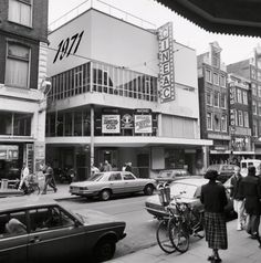 Amsterdam City Centre, Amsterdam Holland, Color Television, Black And White Aesthetic, 10 Picture, Borneo, Old Movies, Movie Theater, 17th Century