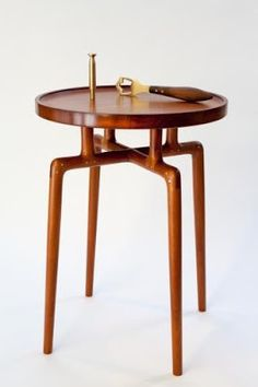 Best Retro Side Table Designs For Classic Living Room Decor Wooden Furniture, Table Furniture, Cool Furniture, Furniture Design, Retro Side Table, Classic Living Room, Paperclay, Design Moderne, Mid Century Furniture