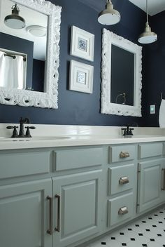 Sweet Chaos Home: Guest Bathroom Reveal (Wall paint: BM Hale Navy / Cabinet paint: Martha Stewart Fieldstone)