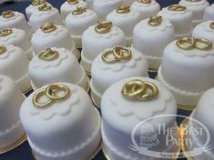 Mini Bolos Individual Wedding Cakes, Mini Wedding Cakes, Wedding Candy, Wedding Cookies, Wedding Cupcakes, Fancy Cakes, Mini Cakes, Cupcake Cakes, Eclairs