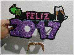 SanDryCreaciones: Gafas 2017 en goma eva Hama Beads, Christmas Ornaments, Holiday Decor, Happy, Sun, New Years Eve, Jelly Beans, Eyeglasses, Tutorials