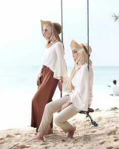 Safari hijab style – Just Trendy Girls スカーフ、ストール、ショール Beach Outfit Plus Size, Beach Outfits Women Plus Size, Casual Beach Outfit, Beach Ootd, Dress Casual, Beach Outfits Women Vacation, Cute Beach Outfits, Summer Outfits, Hijab Casual