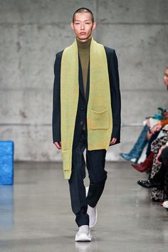 Tibi Fall 2019 Ready-to-Wear Fashion Show Tibi Fall 2019 Ready-to-Wear Collection - Vogue Always aspired to discover ways to knit, yet uncertain the place to begi. Vogue Paris, Knit Fashion, Fashion Looks, Corporate Fashion, 2020 Fashion Trends, Fashion Show Collection, Autumn Winter Fashion, Fall Winter, Winter Style