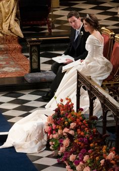 Princess Eugenie of York and Jack Brooksbank at their wedding ceremony. Royal Wedding Gowns, Royal Weddings, Wedding Bride, Wedding Dresses, Wedding Ceremony, Princess Eugenie Jack Brooksbank, Princess Beatrice, Princess Diana, Windsor