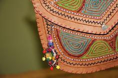 """Hier handelt es sich um ein schönes Detail, Kamalla's einzigartige Ledertasche """"Sahar"""". Die Tasche """"Sahar"""" ist ein wunderschönes Unikat. Mehr Infos erfährst du im unser Shop kamalla.ch"""