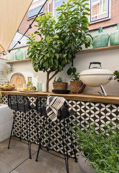 Maak ruimte in je tuin vrij voor deze mooie bar die je zelf kan maken Back Patio, Backyard Patio, Backyard Landscaping, Outdoor Rooms, Outdoor Gardens, Outdoor Living, Outdoor Balcony, Balcony Ideas, Patio Ideas