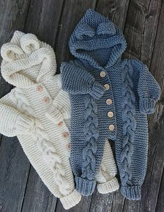 Baby Romper Pattern, Pull Bebe, Baby Overalls, Knitted Baby Clothes, Baby Knits, Knitted Baby Outfits, Baby Sweaters, Baby Boy Sweater, Baby Booties