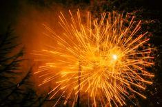 Mattias Gadd Foto. Hobby photographer from Sweden 📸🇸🇪 Nature, portraits, animals etc. My web page is best seen on a full-screen display 🖥 * * *  My first ever attempt to photograph fireworks! 😀🙌🎉🎇📸  * #mattiasgaddfoto #Örebro #Orebro #Sweden #Sverige #Nyår #Nyår2017 #Newyear #Firework #Fireworks #Raketer #Smällare #Firecrackers #Color #happynewyears #happynewyear #Gottnyttår #Visitörebro #Light #lightshow #Ljus #Färger #Colors #Black #Yellow #Färger #Gul #Gult #Fint #Orange