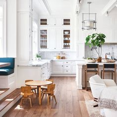 Cute Kitchen, Kitchen Dining, Kitchen Ideas, Wood Floor Pattern, Style Me Pretty Living, White Cupboards, Dining Room Design, Kitchen Styling, Home Kitchens
